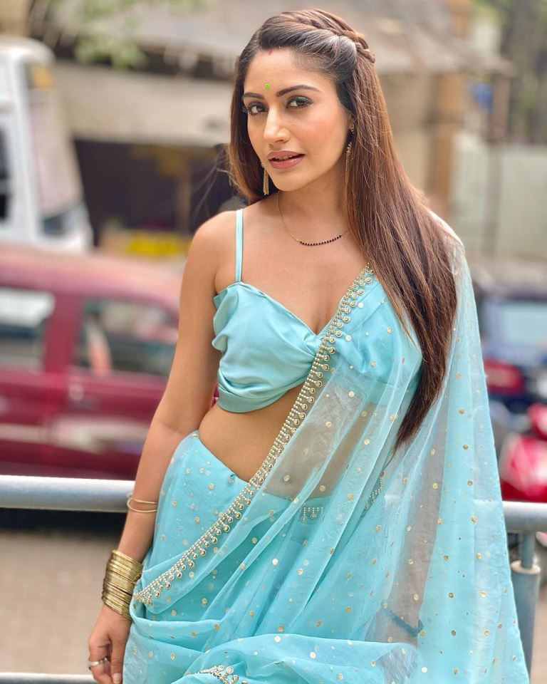 Surbhi Chandna उम्र – Age (2021), Height, Boyfriend, Family, Biography & More