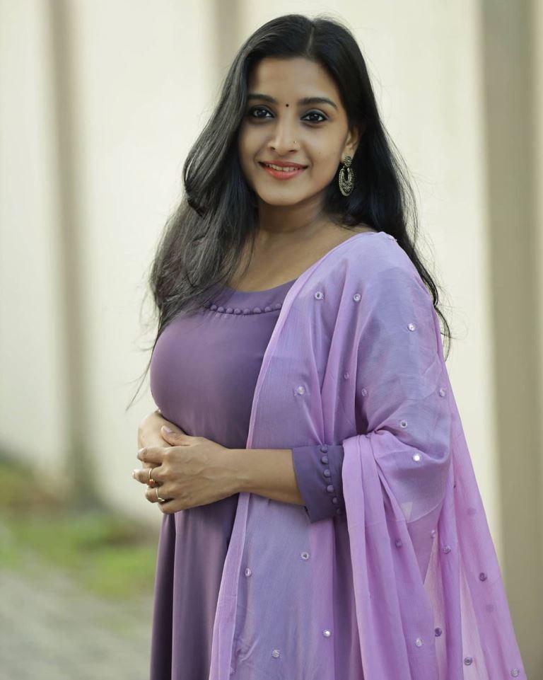 Alphy Panjikaran  instagram, age, hd photos, movies, actress , wikipedia, Husband, biography