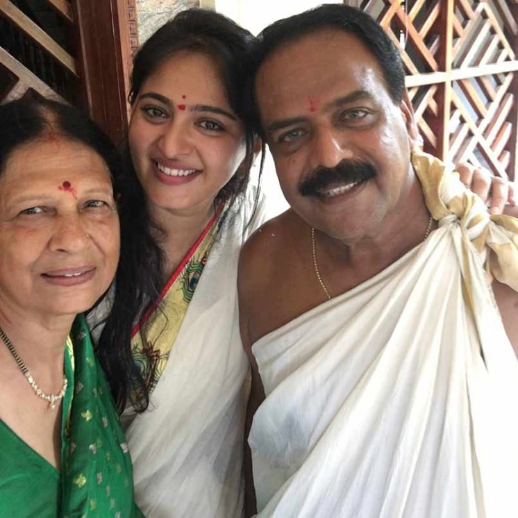 Anushka Shetty family photo