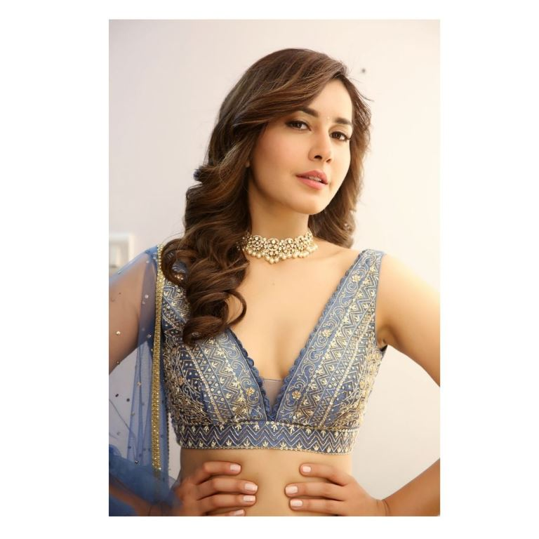 Raashi Khanna (Actress) Age, Height, Father, Mother, Family, Biography & More