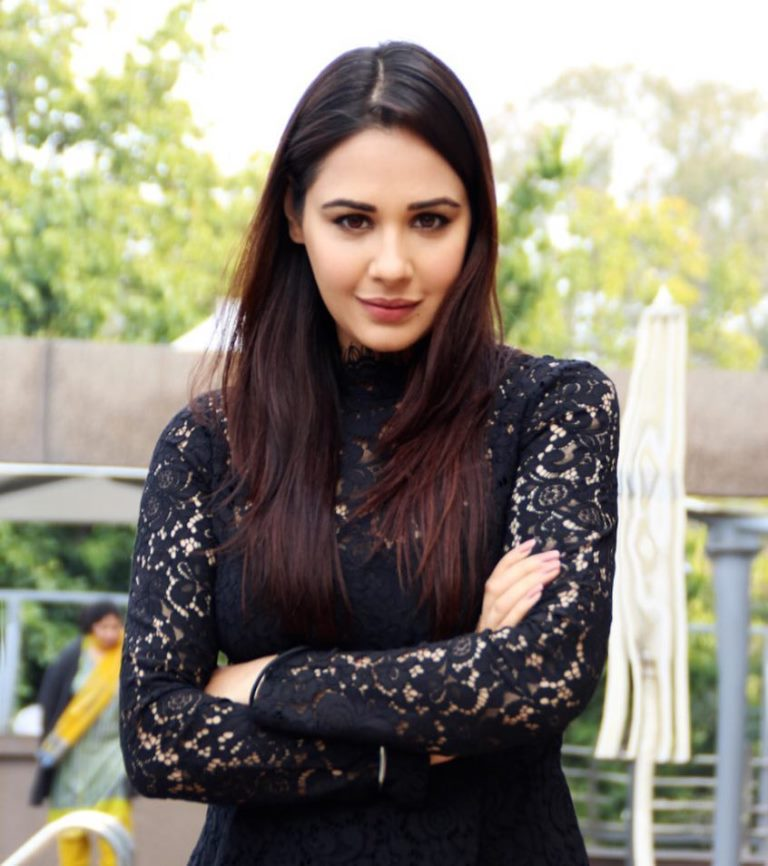 Mandy Takhar Height, Weight, Age, Affairs, Biography & More