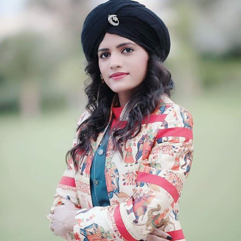 Rajal Barot Father, Sister, Birthday Date, Contect Number, Family, Photos, Profile,  Biography