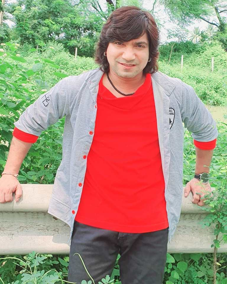 Vikram Thakor Picture, Biography, birthday, fees, height, history, wife, Photos, Films