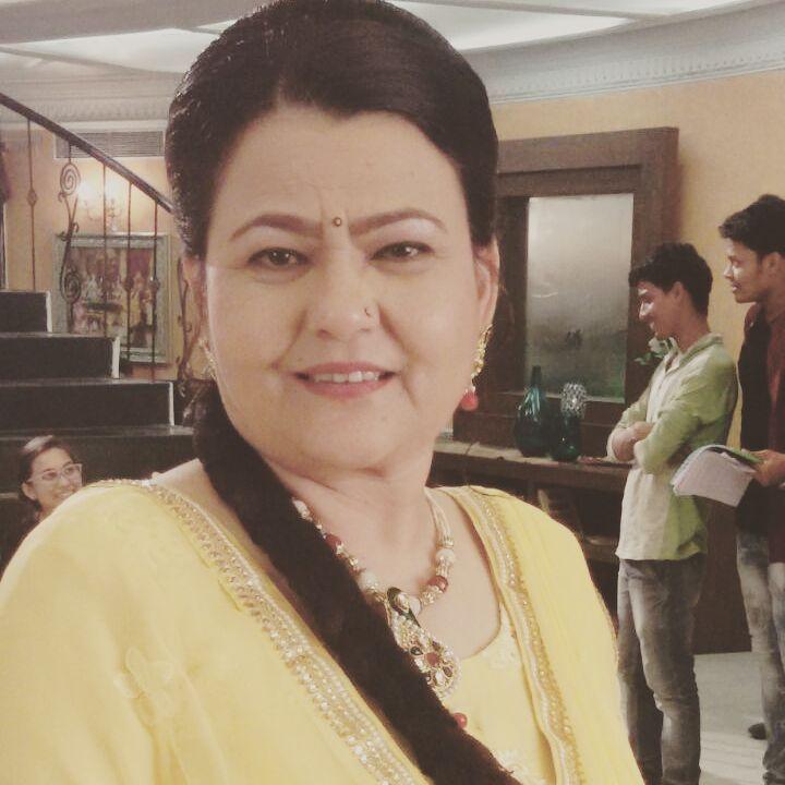 Zarina Roshan Khan
