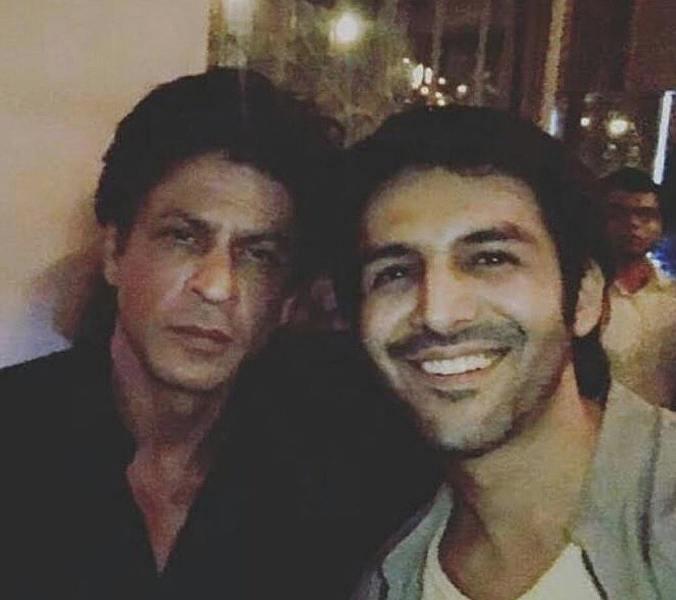 Kartik Aaryan's Selfie Moment With Shah Rukh Khan