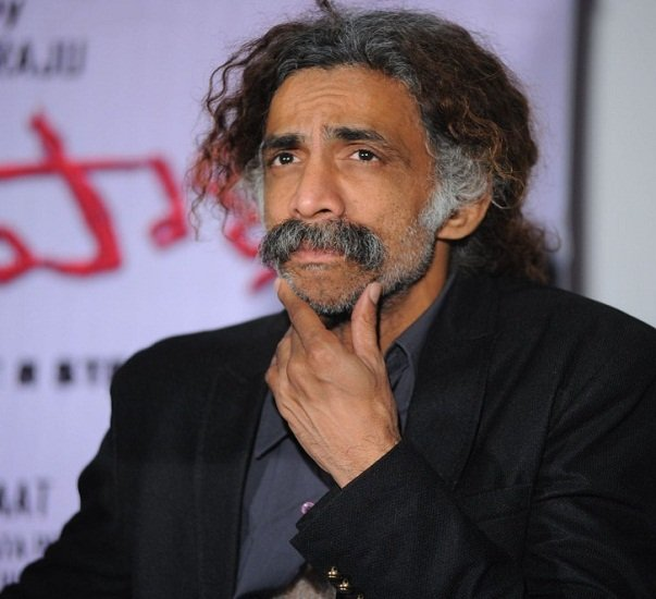 Makarand Deshpande Wife, Family, Photos, Net Worth, Height, Age, Date of Birth, Girlfriend, Biography