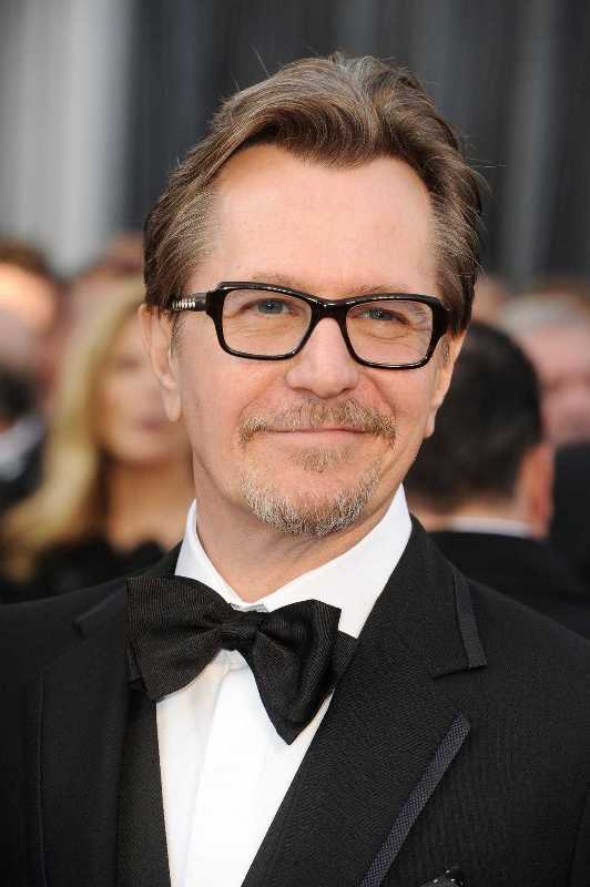 Gary Oldman Wife, Photos, Net Worth, Height, Age, Date of Birth, Family, Girlfriend, Biography