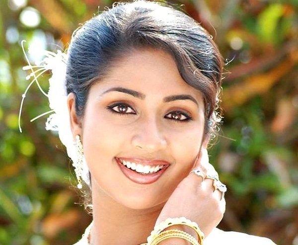 Navya Nair (Actress) Family, Photos, Net Worth, Height, Age, Date of Birth, husband, Boyfriend, Biography