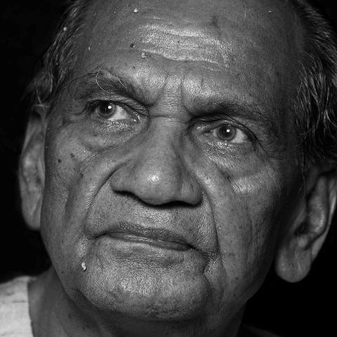 Ram V Sutar (Sculptor) Wife, Family, Photos, Net Worth, Height, Age, Date of Birth, Girlfriend, Biography