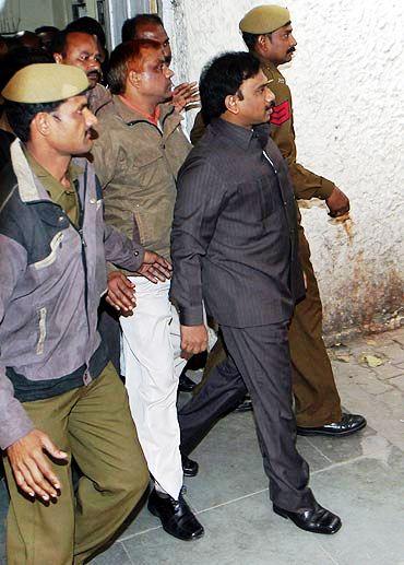 ए राजा पुलिस हिरासत में
