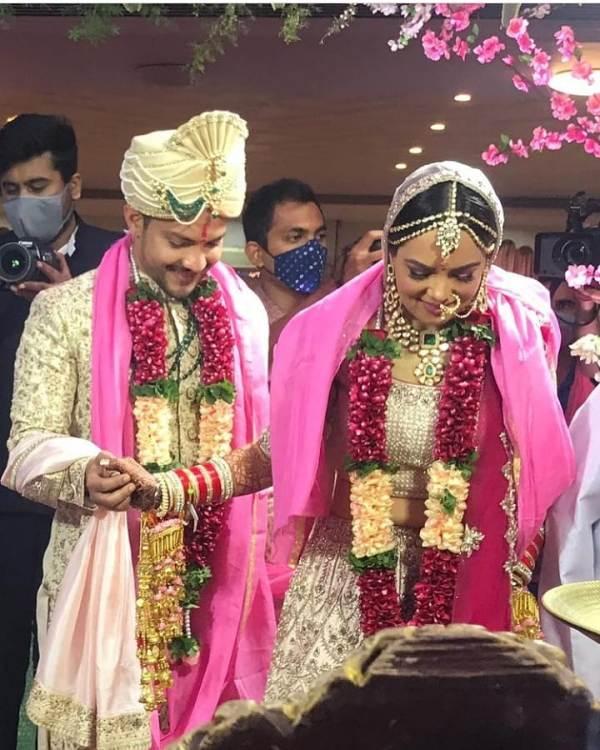 Aditya Narayan's Wedding Photo