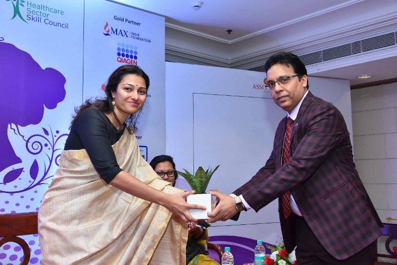 आयुष मंत्रालय और स्वास्थ्य और परिवार कल्याण मंत्रालय द्वारा समर्थित महिला स्वास्थ्य सम्मेलन 2019 में 'भारत में सर्वश्रेष्ठ नैदानिक प्रयोगशाला' पुरस्कार प्राप्त करते हुए अमीरा