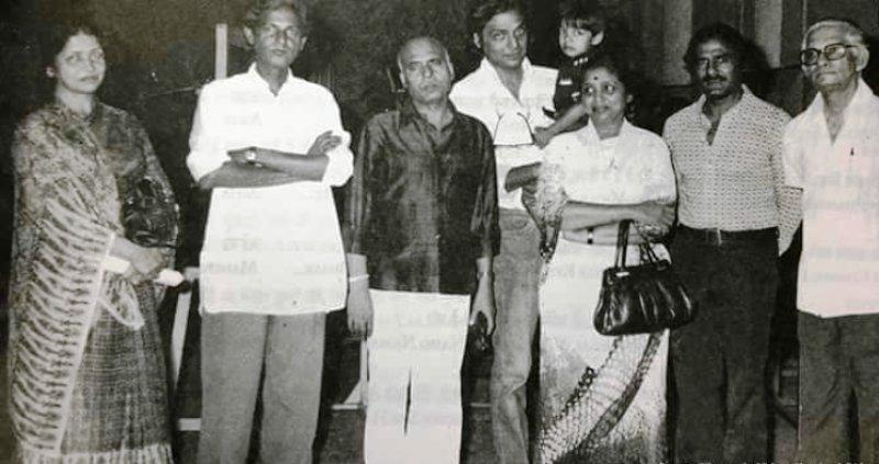 An old Photo of Jagjit Kaur With Khayyam, Asha Bhosle, and others