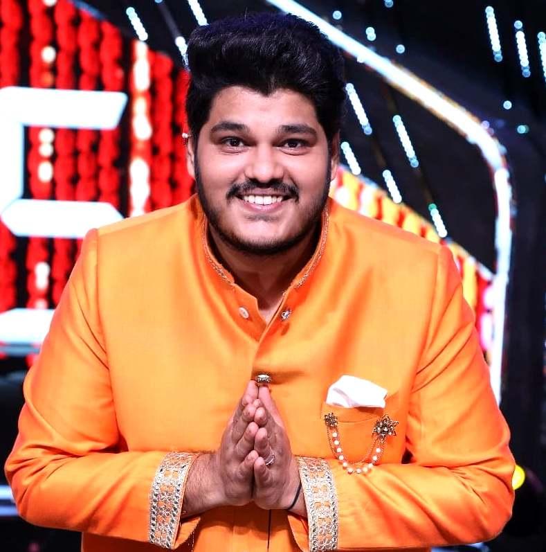 Ashish Kulkarni (Indian Idol) Family, Photos, Net Worth, Height, Age, Date of Birth, Wife, Girlfriend, Biography
