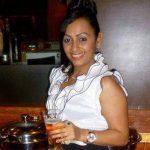 आशिता-धवन शराब पीते हुए