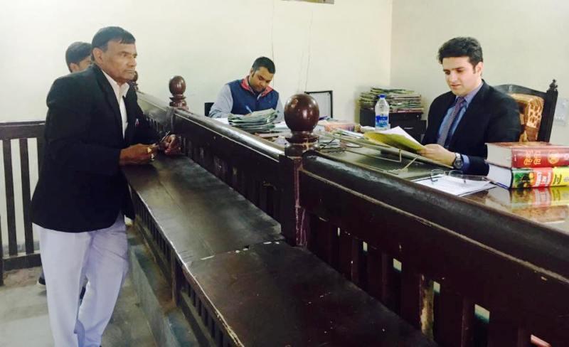कार्यालय में अतहर आमिर खान