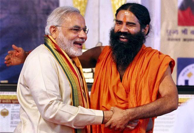 प्रधानमंत्री नरेंद्र मोदी के साथ बाबा रामदेव