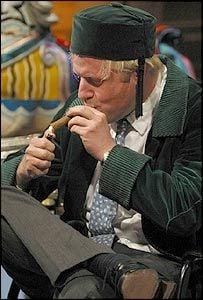 धूम्रपान करते हुए बोरिस जॉनसन