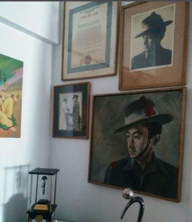 लेफ्टिनेंट कर्नल धन सिंह थापा को उनके घर में समर्पित एक दीवार