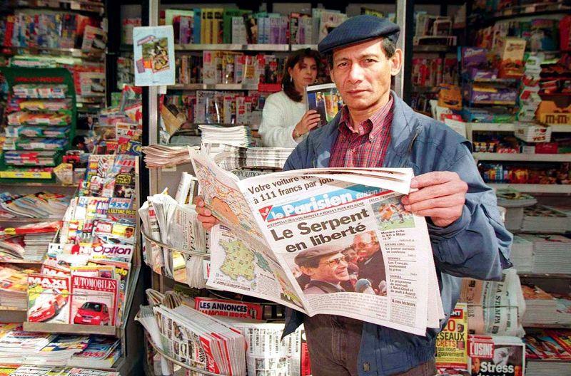 चार्ल्स शोभराज ने अपनी रिहाई के बाद पेरिस में फोटो खिंचवाई