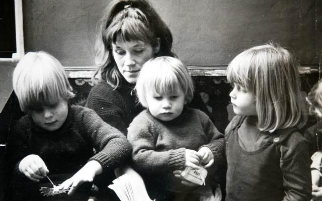 बोरिस जॉनसन, उनके भाई-बहनों और मां की बचपन की तस्वीर