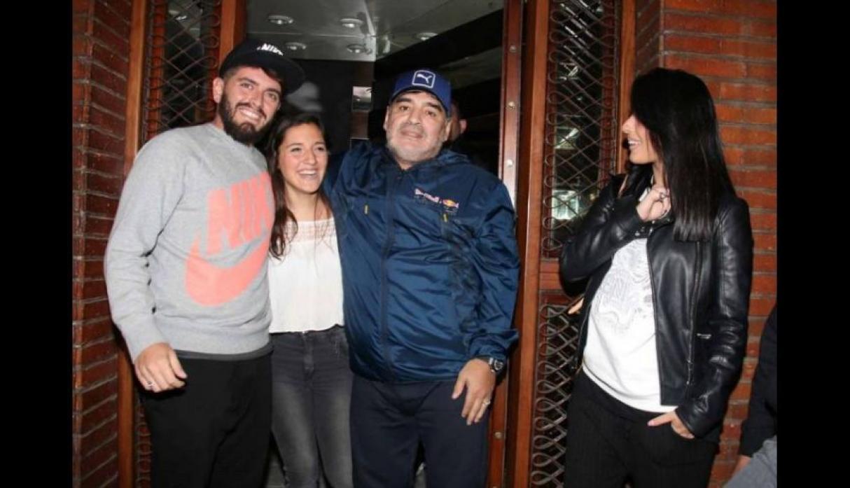 डिएगो माराडोना अपने दो नाजायज बच्चों के साथ