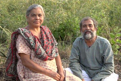 डॉ रवींद्र कोल्हे अपनी पत्नी डॉ स्मिता कोल्हे के साथ
