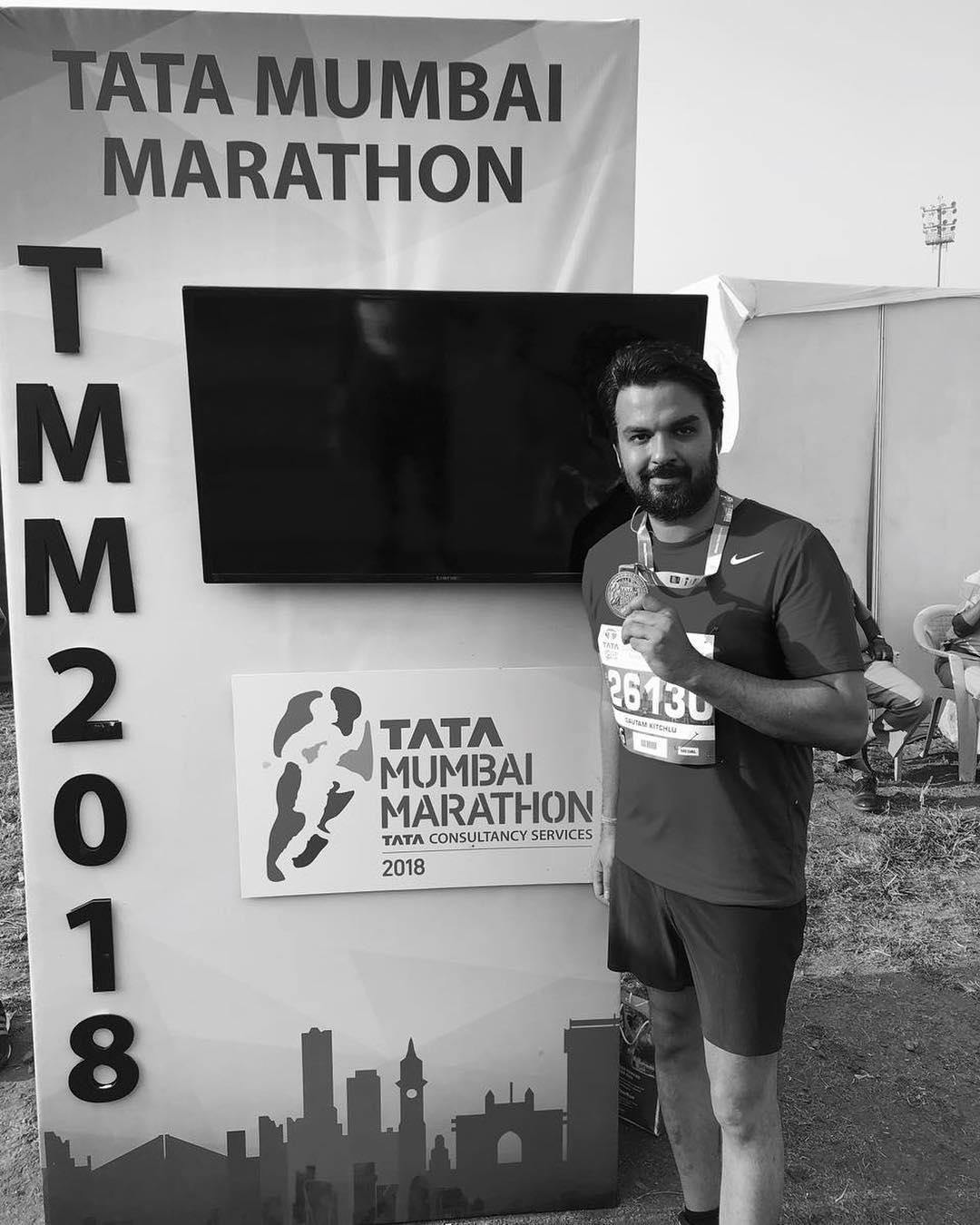 गौतम किचलू ने टाटा मुंबई मैराथन में भाग लिया