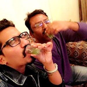 हर्ष लिंबाचिया शराब पीते हैं