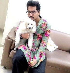 हर्ष लिंबाचिया को कुत्तों से प्यार है