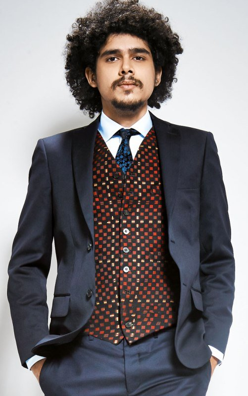 Imaad Shah Family, Photos, Net Worth, Height, Age, Date of Birth, Wife, Girlfriend, Biography