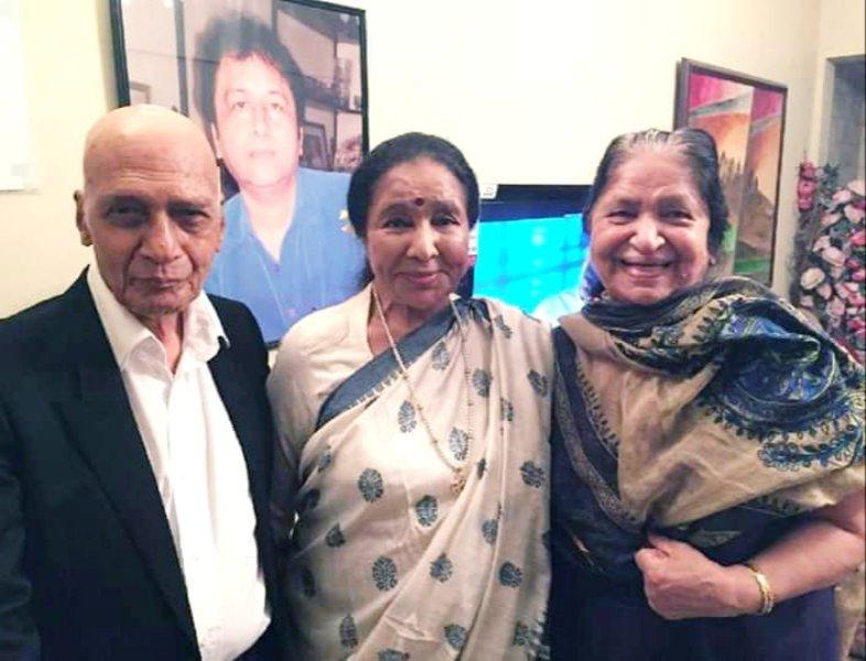 Jagjit Kaur With Asha Bhosle and Khayyam