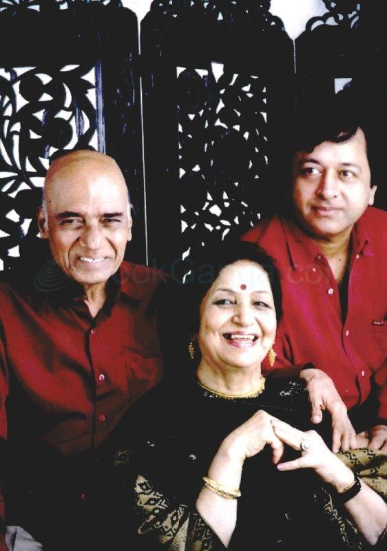 Jagjit Kaur With Her Husband and Son Pradeep