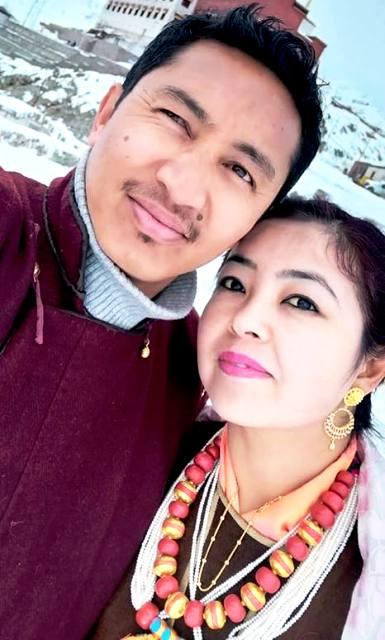 जमींग सेंगमो के साथ अपनी पत्नी का नाम