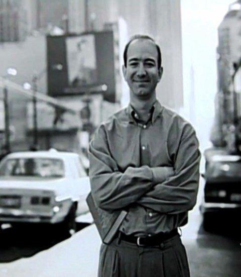 जेफ बेजोस की पहली नौकरी के दिनों की एक तस्वीर