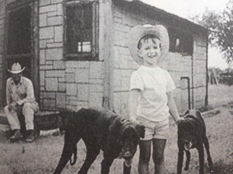 जेफ बेजोस 1969 में टेक्सास में अपने दादा के साथ