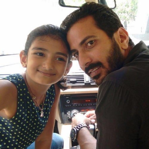 Jithan Ramesh with his daughter
