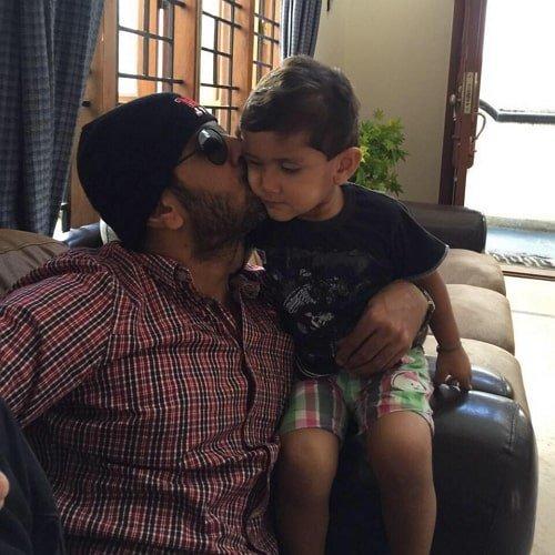 Jithan Ramesh with his son