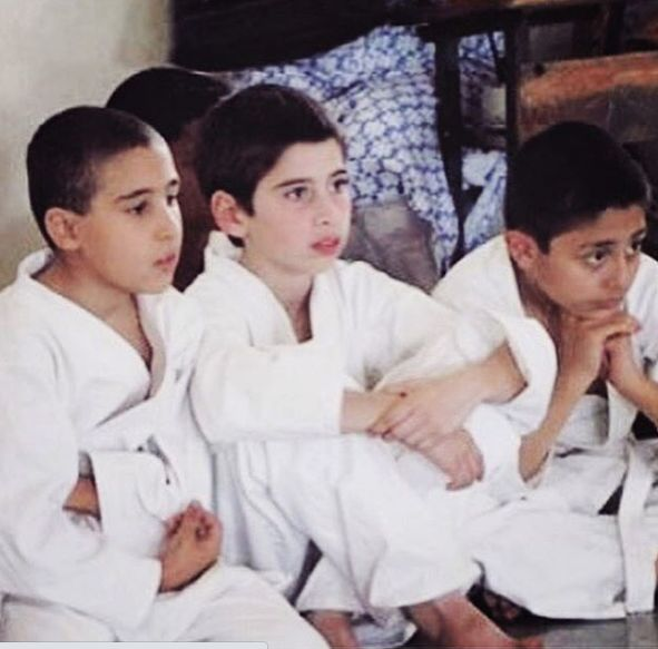अपने पहले मार्शल आर्ट टूर्नामेंट के दौरान केविन अल्मासिफर