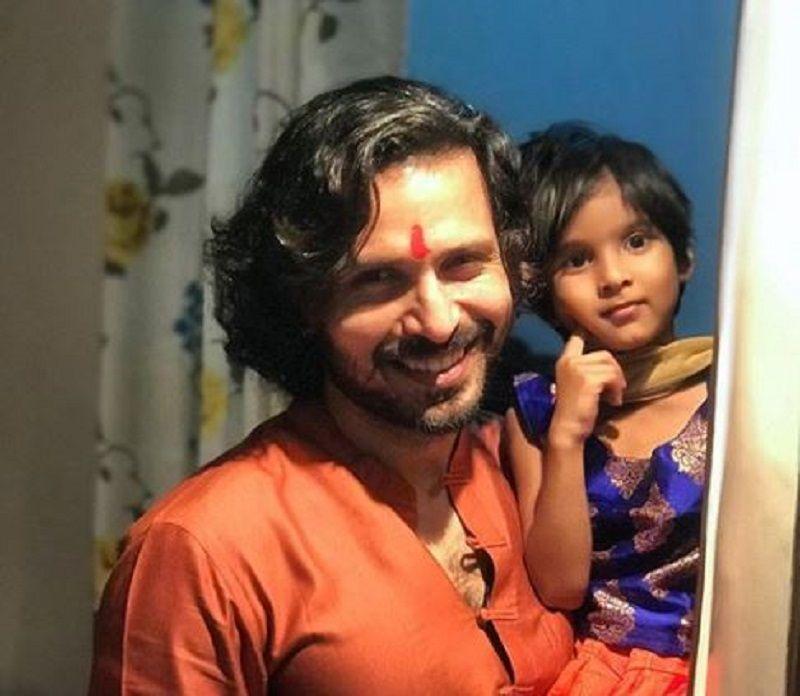 क्रांति प्रकाश झा अपनी बेटी के साथ