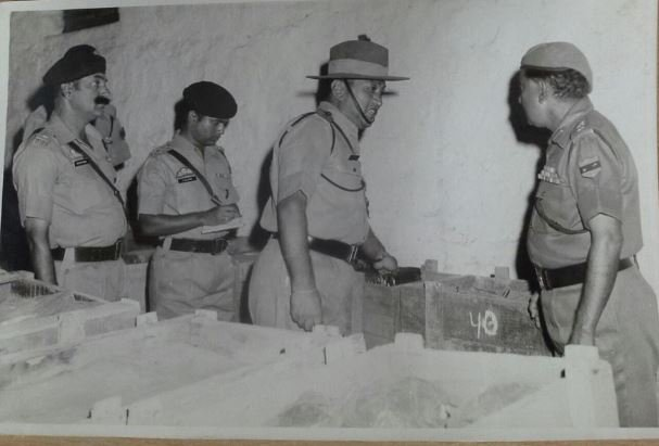 ड्यूटी पर निरीक्षण के दौरान लेफ्टिनेंट कर्नल धन सिंह थापा