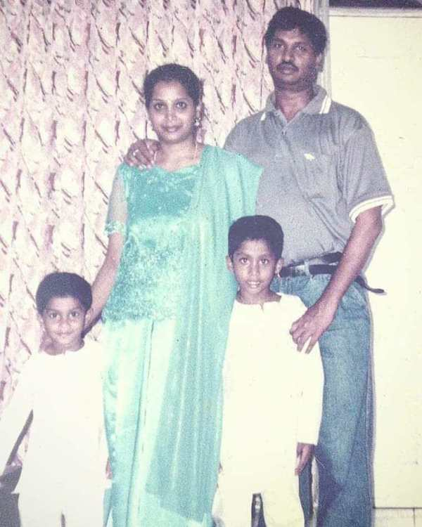 मणिमारन सिद्धार्थ अपने परिवार के साथ