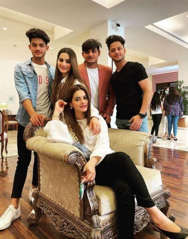Minal Khan with her siblings