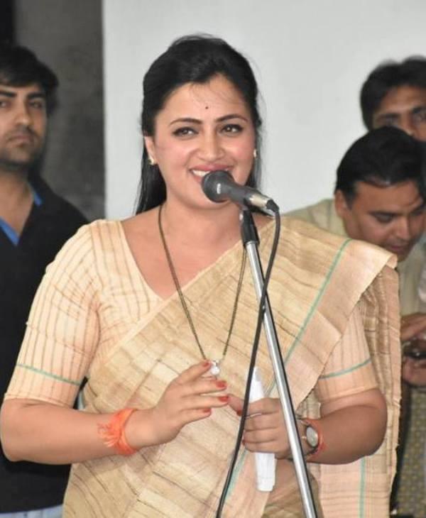 Navneet Kaur Rana smiling