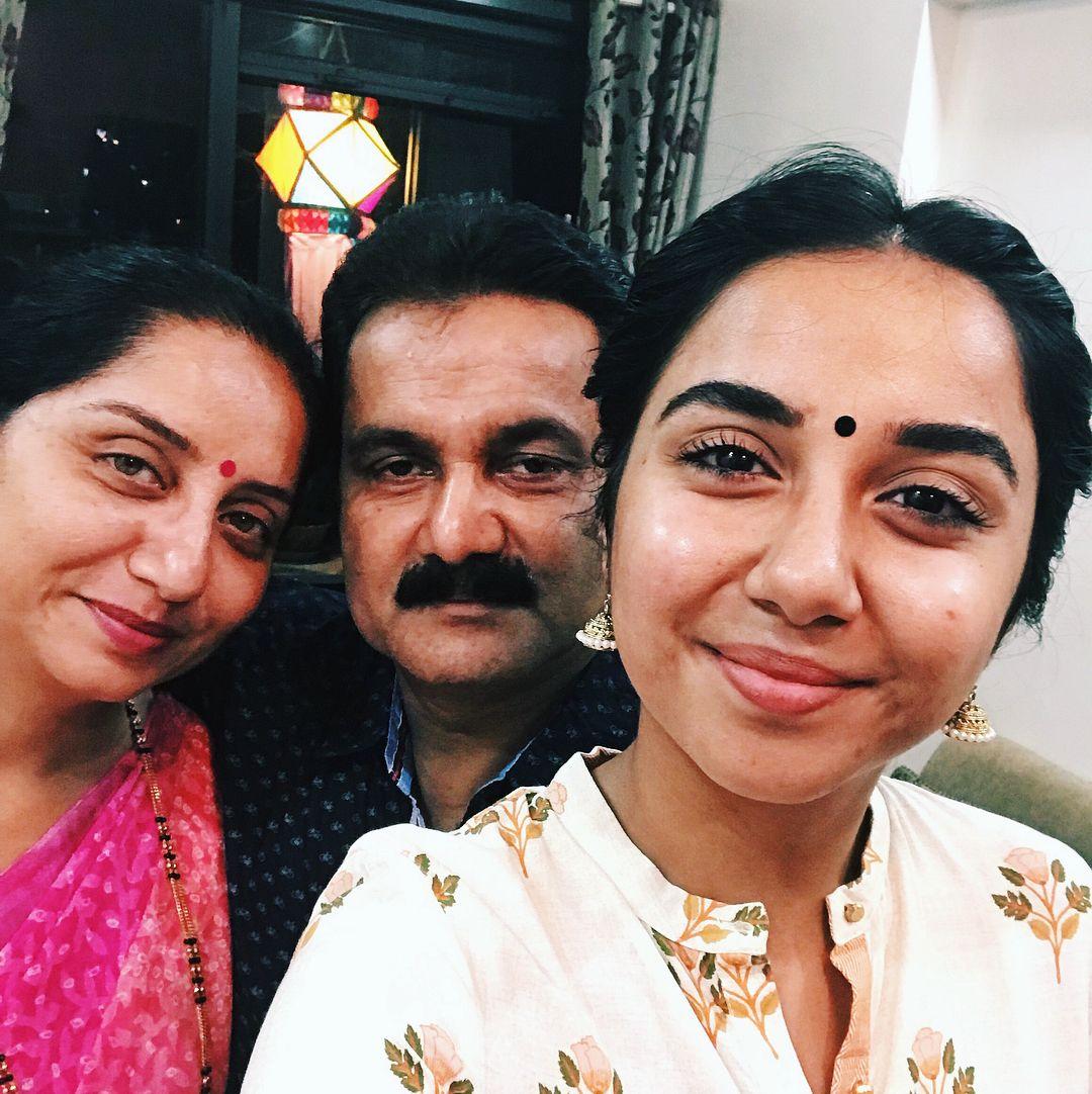Prajakta Koli with her माता-पिता (Parents)