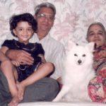 राधिका धोपावकर अपने दादा दादी के साथ