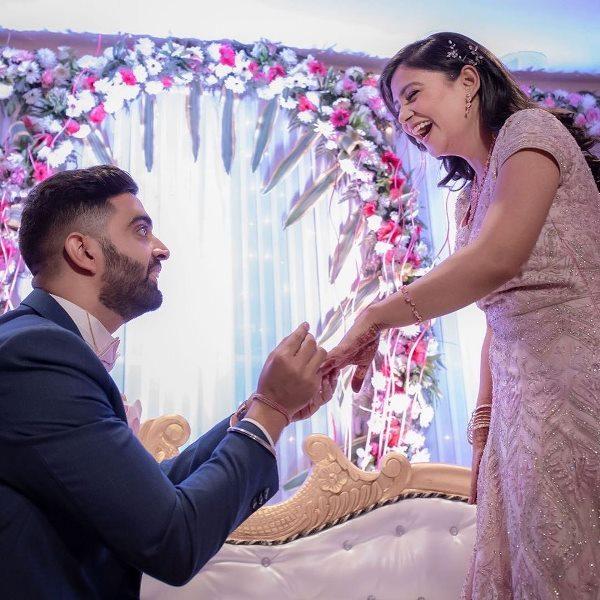 राहुल दुआ और निधि त्यागी की सगाई की तस्वीर