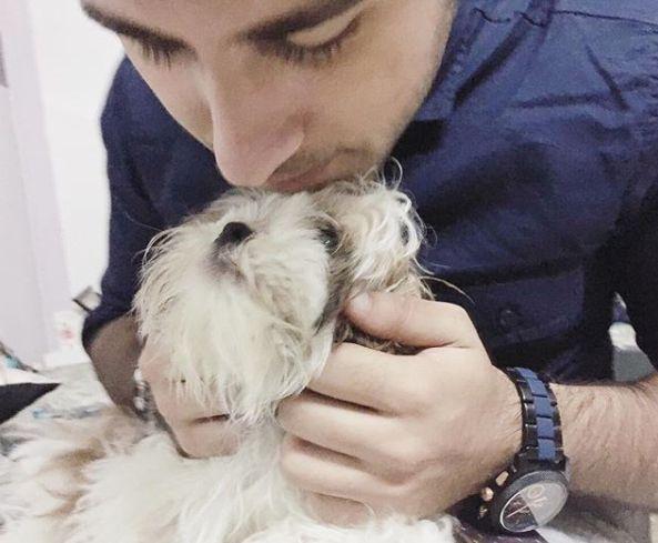 ऋत्विक अरोड़ा अपने पालतू कुत्ते के साथ