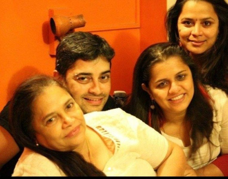 Ryan Ivan Stephen with his Mother and Sisters