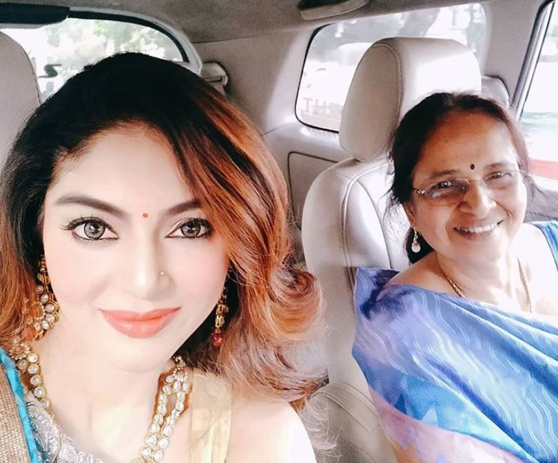 Sanam Shetty with her mother